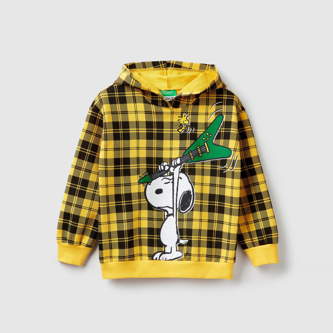 "Check ""Peanuts"" sweatshirt"