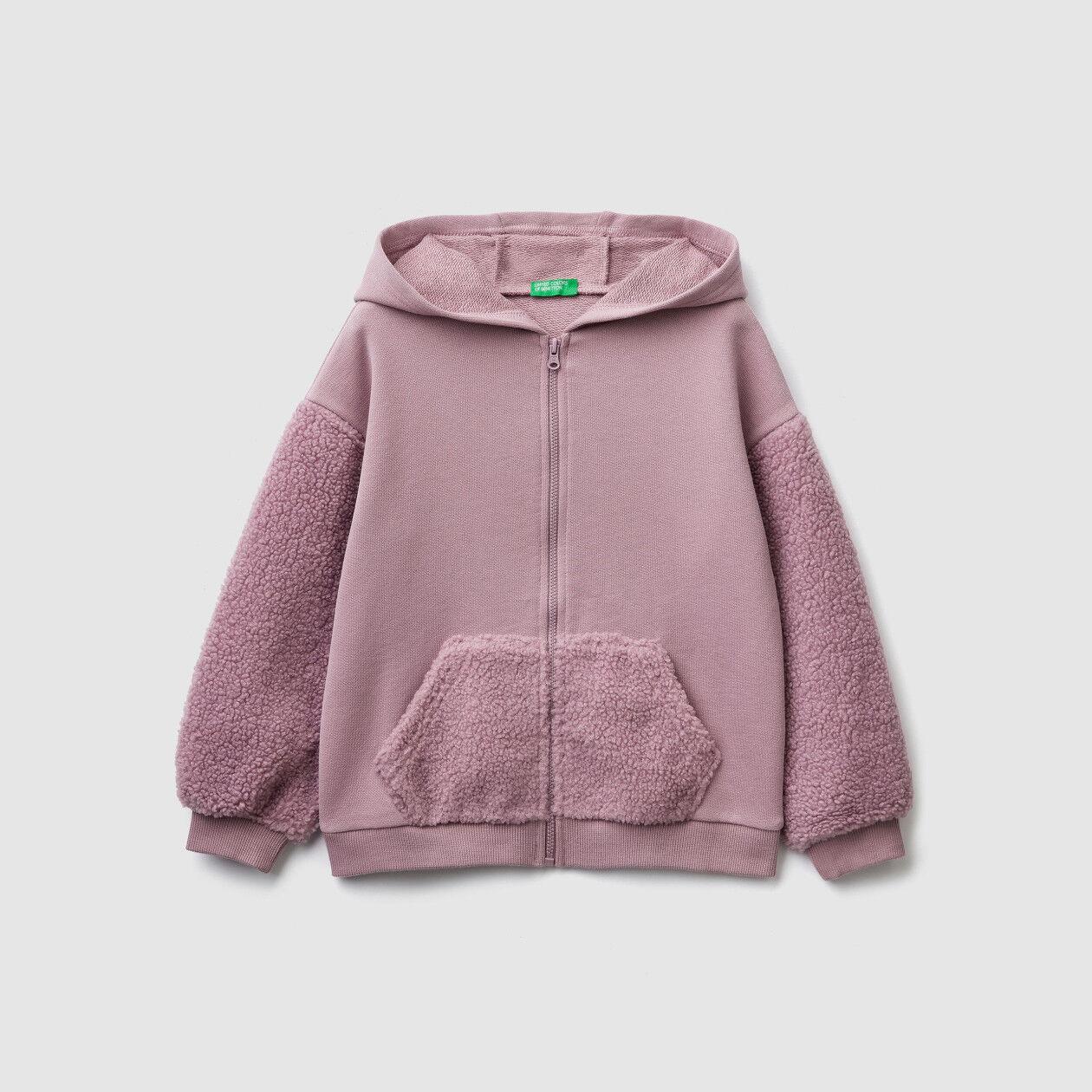 Fleece sleeves and pockets sweatshirt