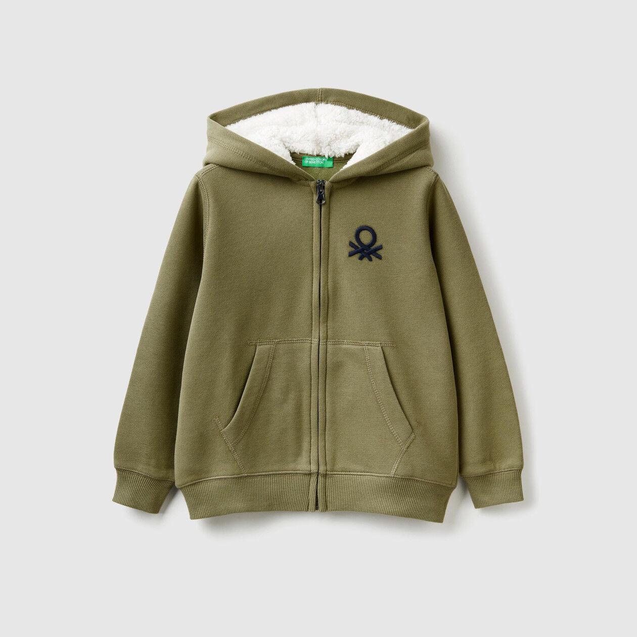 Sweatshirt with lined hood