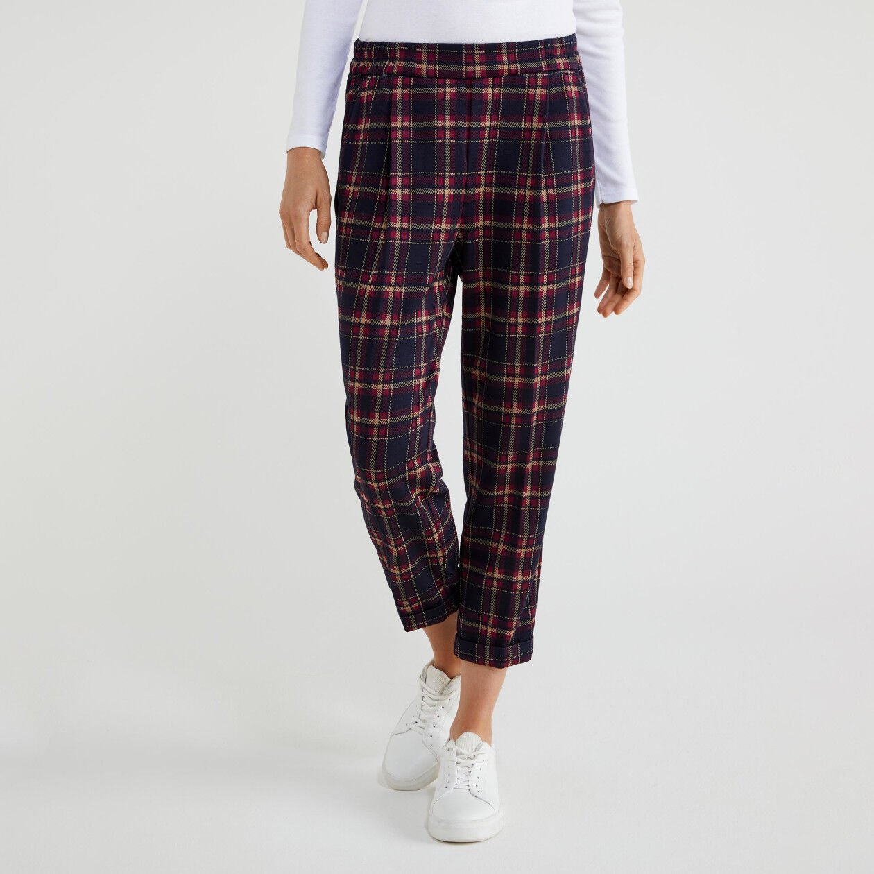 Stretch trousers with cuffs