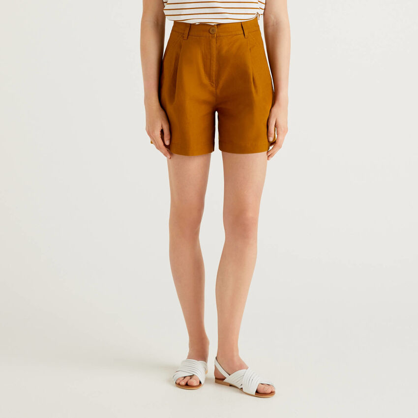 Shorts with wide leg in linen blend