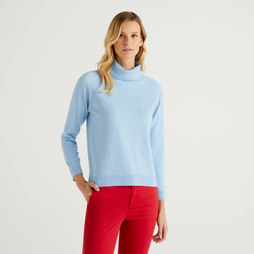 Light blue turtleneck sweater in cashmere and wool blend