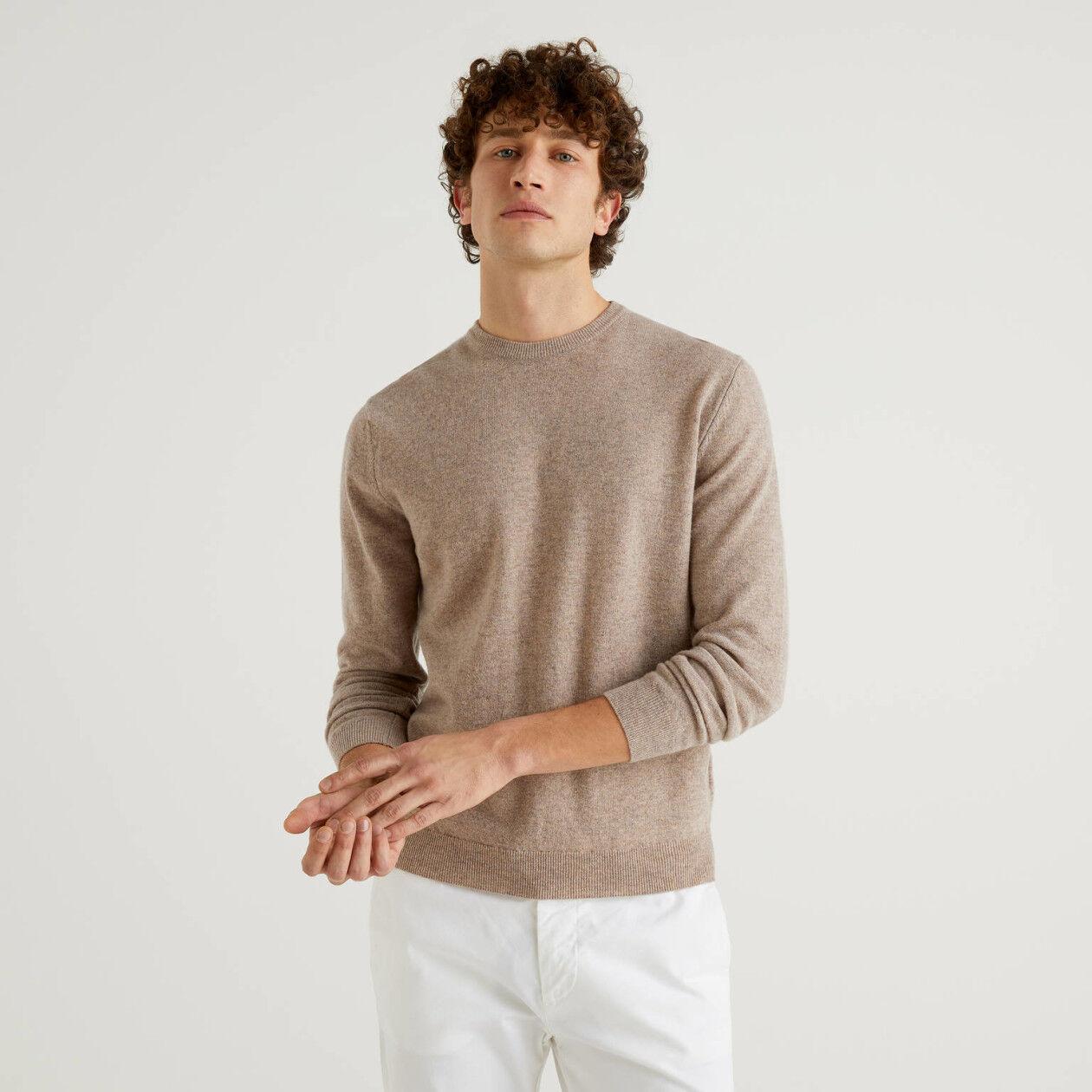 Dove gray crew neck sweater in pure virgin wool